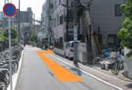 6、自転車駐輪場の終了点にある交差点を右に曲がります。